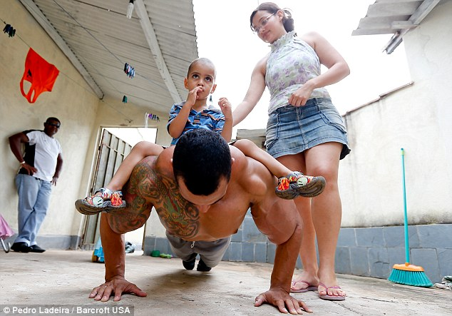 2843CC4400000578-3066540-He_said_his_swollen_muscles_terrify_children_in_his_hometown_of_-a-58_1430694336755