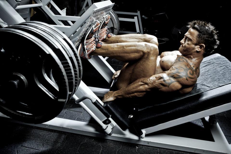 squat-yapmaya-oncelik-vermeden-canavar-gibi-bacak-kaslarina-sahip-olmak-mumkun-mu